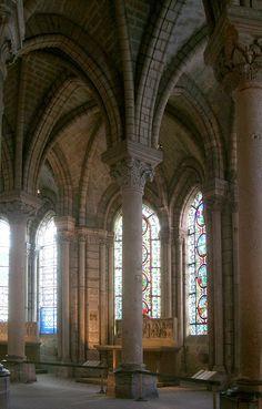 Déambulatoire de la basilique Saint-Denis (construction débutée en 1141 sous la direction de l'abbé Suger)