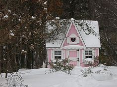love, love, love, this sweet pink house and all this snow-reminds me of  frosting!
