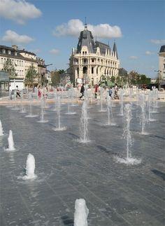 PLAZA.  Espacio urbano público, descubierto y circundado por edificios, en el que se realizan gran variedad de actividades.