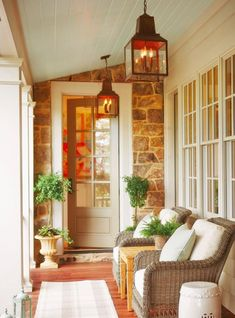 Nice Decorar Entrada Casa Exterior that you must know, Youre in good company if you?re looking for Decorar Entrada Casa Exterior Farmhouse Front Porches, Small Front Porches, Front Porch Design, Rustic Farmhouse, Small Patio, Porch Designs, Small Terrace, Farmhouse Style, Small Balconies