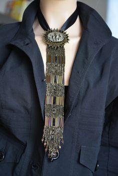 Очень нескромный галстук | biser.info - всё о бисере и бисерном творчестве Bead Embroidery Patterns, Bead Embroidery Jewelry, Bead Loom Patterns, Beaded Embroidery, Beading Patterns, Seed Bead Jewelry, Bead Jewellery, Beaded Jewelry, Handmade Jewelry