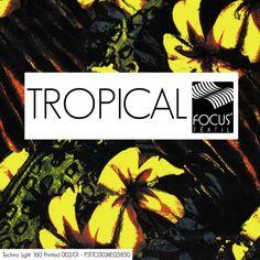 Tropical de colorações escuras é hit do verão masculino! Clique na imagem e veja nossa seleção no e-book. #moda #fashion #tropical #cores_escuras # #dark_colours #florais #folhagens #printed #estampas #xadrezes #listrados #focustextil
