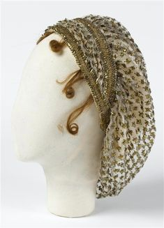 You know I love my cap hats :) Toque of the Empress Josephine, 1789 to embroidery (textiles), gold wire, tulle (fabric ) Location: Malmaison, castles of Malmaison and Bois-Préau Historical Costume, Historical Clothing, Chateau De Malmaison, Empress Josephine, Vintage Outfits, Vintage Fashion, Victorian Fashion, Empire, Regency Era