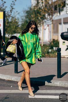 Ursina Gysi after Balenciaga Vogue Fashion, Milan Fashion, Girl Fashion, Street Fashion, Tie Dye Outfits, Casual Outfits, Cute Outfits, Tye Dye, Chanel Street Style