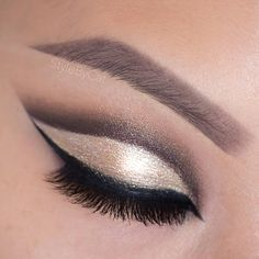 Sparkling, neutral cut crease using Eyeko Eye Do liquid eyeliner for a dramatic, winged eyeliner. Products also used: Urban Decay Naked Palette, Colourpop eyeshadow in Get Lucky, Stila Magnificent Metals in Kitten, and Luxy Lash Woke Up Like This