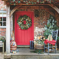 51 Gorgeous Winter Decorating Ideas for After Christmas - Home-dsgn Real Christmas Tree, Christmas Shows, Christmas Porch, Farmhouse Christmas Decor, After Christmas, Outdoor Christmas, Rustic Christmas, Red Christmas, Front Door Christmas Decorations
