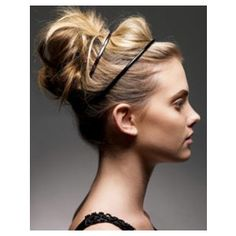 Love my hair pulled back in an effortless look like this.