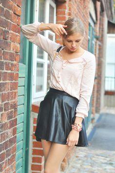 Summer Style: Pink Blouse Boho Hippie, Leather skirt black, rebecca minkoff bag black - Hamburg, Streetstyle, Outfit, Blogger