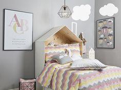 Indret dit barns værelse med møbler, tekstiler og indretningsdetaljer fra skønne brands. Shop de seneste trends inden for indretning af børneværelset her.
