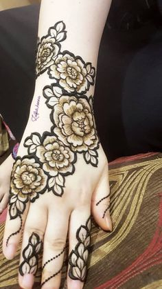 Rose Henna design by zulfas henna Arabic Bridal Mehndi Designs, Modern Henna Designs, Wedding Henna Designs, Rose Mehndi Designs, Khafif Mehndi Design, Latest Henna Designs, Henna Art Designs, Mehndi Designs For Girls, Dulhan Mehndi Designs
