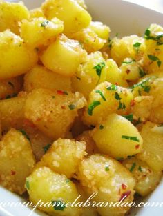 Cut the potatoes into chunks. Bring a large pan of water to the boil, then cook the potatoes for 10 mins. - Recipe Main Dish : Sauteed potatoes by Perfect Recipe I Love Food, Good Food, Yummy Food, Potato Recipes, Vegetable Recipes, Salty Foods, Portuguese Recipes, No Cook Meals, Sauces