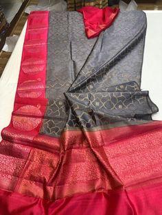 Elegant Fashion Wear Explore the trendy fashion wear by different stores from India Kerala Saree Blouse, Kota Silk Saree, Pattu Saree Blouse Designs, Indian Silk Sarees, Soft Silk Sarees, Chiffon Saree, Saree Dress, Silk Saree Kanchipuram, Bandhani Saree