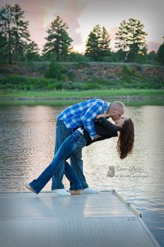Engagement Photography.. I LOVE, LOVE,LOVE,LOVE THIS PIC!