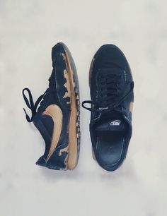 DIY http://youtu.be/cTTCnfJ-wLM Black and Gold Nike trainers