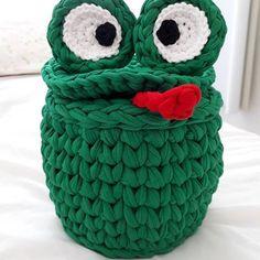 Ana Lumiar - Crochet Designer (@analumiarcrochet) | Instagram photos and videos Crochet Baby, Knit Crochet, Baby Jars, Frog Crafts, Crochet Videos, Merino Wool Blanket, Photo And Video, Knitting, Crocheted Bags