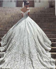 #fashion #womensfashion #dress #fabolusreddress #fabolouscolors #stylefashion #coolfashionstyl #wedding #weddingstyles #weddingdress #beautydresses #queenfashion #queendress