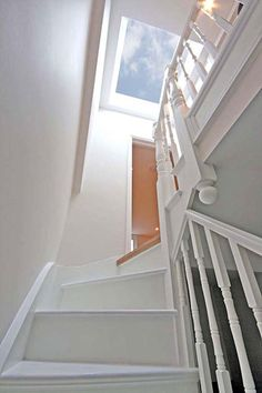 Velux above the stairs for light Attic Loft, Loft Room, Attic Rooms, Bedroom Loft, Attic Bathroom, Dormer Bedroom, Attic Apartment, Skylight Bedroom, Attic Library
