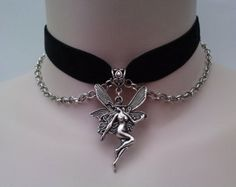 Gothic Jewelry Box Diy I really like this! Fairy Jewelry, Fantasy Jewelry, Gothic Jewelry, Cute Jewelry, Jewelry Accessories, Jewelry Box, Club Couture, Ribbon Choker, Bling