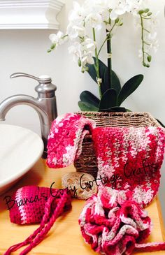 Cotton-SPA-Bath-Set  including loofah, soapsaver, washcloth and towel, 100 % American cotton in beautiful wired basket or seagrass basket