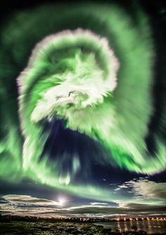 ALLPE Medio Ambiente Blog Medioambiente.org : Sólo una aurora boreal sobre Islandia