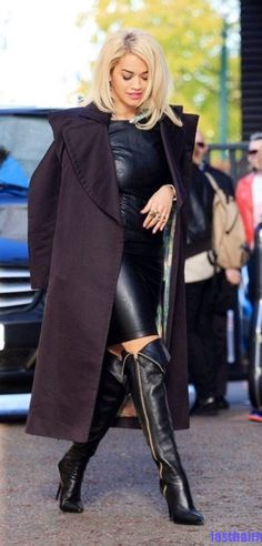 In leather and very classique! Anyone know this celeb/star/actress?