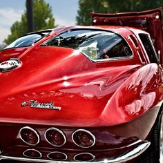 Corvette Stingray. Classic split window.