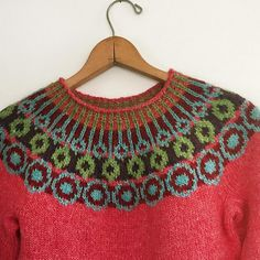 An entry from le petit trianon Fair Isle Knitting Patterns, Knit Patterns, Motif Fair Isle, Norwegian Knitting, Icelandic Sweaters, How To Purl Knit, Warm Outfits, Crochet Designs, Hand Knitting