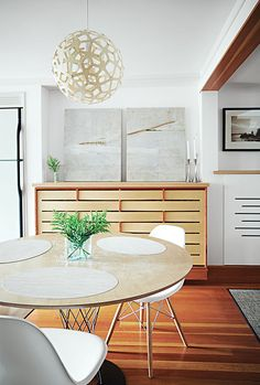 Clean and lovely contemporary dining room with #Noguchi Cyclone Table and #DavidTrubridge Coral pendant light.