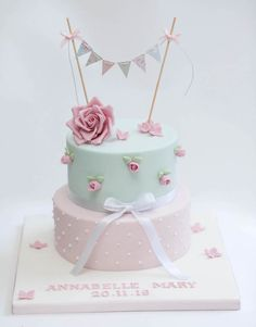 Christening decoration for girl 120 photos illustrating all its aspects! Birthday Cake Roses, Baby Girl Birthday Cake, Pig Birthday Cakes, Baby Girl Cakes, Christening Cake Girls, Christening Decorations, Fondant Cakes, Cupcake Cakes, Cupcakes