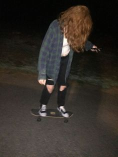Photography grunge edgy 68 Ideas You are in the right place about dope outfits ca Tumblr Outfits, Grunge Outfits, Dope Outfits, Converse Noir, Converse Outfits, Skater Girl Style, Skater Girl Outfits, Grunge Girl, Grunge Style