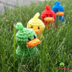 Free Lil' Duckie amigurumi crochet pattern from The Itsy Bitsy Spider -- SQUEEEE!