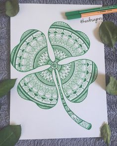 Happy St. Patrick's Day! ☘ A little inspired I got from a girl here in Instagram, sadly I didn't found her. I used Stabilo Pen 68 and Point 88 pens. #stpatricksday #green #mandala #ilovemandala #art #iloveart #drawing #draw #stabilo #pen68 #point88 #art_help #art_gallery #mandalalove #heymandalas