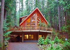 Maple Falls, WA: WASHINGTON STATE: Conveniently located just 2-hours north of Seattle, and 1.5-hours south of Vancouver, B.C., Mt. Baker Lodging is your source for pri...