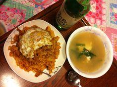 오늘 저녁 메뉴는 김치 볶음밥, 계란 국 ㅋ 빠지지 않는 처음처럼 ^^ 알칼리 환원수로 만들었다는~~ ^^ 소주는 역시 처음처럼~~ ^^ 소주, soju, 처음처럼, 한국 술, korean drink, 알칼리 환원수로 만든 깨끗한 술♥