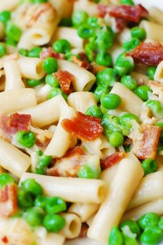 One-pot pasta with bacon and peas is a cook's dream: so easy, made with just a few basic ingredients, and with a minimal clean-up! Pot Pasta, Pasta Dishes, Food Dishes, Pasta Salad, Main Dishes, Fettucine Alfredo, Alfredo Sauce, One Pot Meals, Easy Meals