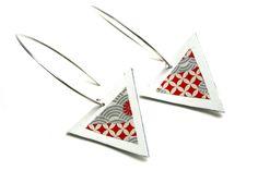 Boucles d'oreilles cuir blanc géométriques triangles motif washi papier japonais grands crochets design laiton
