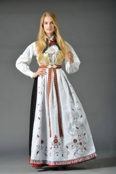 Bilderesultat for oslo bunad Ethnic Fashion, Womens Fashion, India Culture, Medieval Dress, Bridal Crown, Folk Costume, World Cultures, Traditional Dresses, Lady