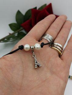 Quiero compartir lo último que he añadido a mi tienda de #etsy: Collar de cuero Plata del Tibet y perlas naturales con charms de la torre Eiffel. https://etsy.me/2GRJEUt
