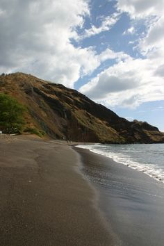 Oneuli Beach – A Beautiful Black Sand Beach in South Maui – Only In Hawaii