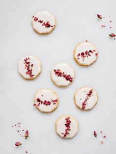 Ginger-Rose Shortbread Cookies — Fix Feast Flair Shortbread Recipes, Shortbread Cookies, Cookie Recipes, Dessert Recipes, Pavlova, Biscuits, Foodblogger, Edible Flowers, Holiday Cookies