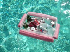 A redneck-style floating cooler! Perfect for my next pool party :) Noodle + String + Plastic bin = floating cooler Pool Bar, My Pool, Backyard Projects, Outdoor Projects, Craft Projects, Backyard Ideas, Piscina Diy, Floating Cooler, Floating Boat