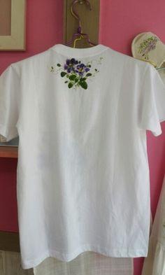 흰티셔츠에 시원해보이는 색감으로~~