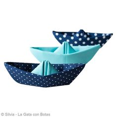 DIY Origami facile bateau en tissu - Fiche technique Origami pas à pas, idées et conseils loisirs créatifs - Creavea Origami Toys, Origami Lamp, Diy Origami, Fabric Origami, Coin Couture, Baby Couture, Couture Sewing, Beach Crafts, Diy And Crafts