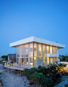 Richard Meier's High and Mighty Beach House - NYTimes.com