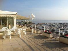 Abritel location appartement Cannes Pays de Grasse. MAGNIFIQUE VILLA SUR LE TOIT DE 136 M² + 150 M² DE TERRASSE SUR LA MÉDITERRANÉE