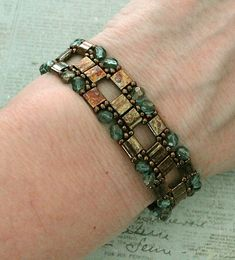 Jewelry care: how to clean your expensive jewelry Seed Bead Bracelets, Bracelets For Men, Silver Bracelets, Jewelry Bracelets, Craft Jewelry, Paracord Bracelets, Body Jewelry, Fine Jewelry, Women Jewelry