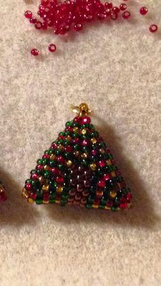 3D triangle. Christmas tree. Peyote. Seed bead 11.