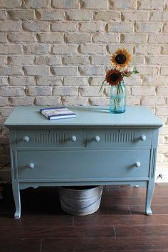 2 Vintage Sisters: Amy Howard One Step Paint