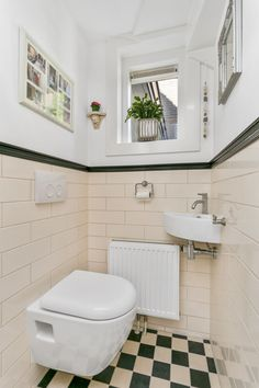 Meer dan 1000 afbeeldingen over jaren 30 toilet op pinterest toiletten modern toilet en met - Moderne betegelde vloer ...