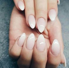 Shaded manicure – 30 ideas for successful degraded nail art and interpret it in its own way manucure-ombré-vernis-gel-nude-blanc - Nail Designs Short Almond Nails, Almond Nail Art, Almond Shape Nails, Nails Shape, Short Nails, Short Almond Shaped Nails, Matte Almond Nails, French Nails, Almond Nails French